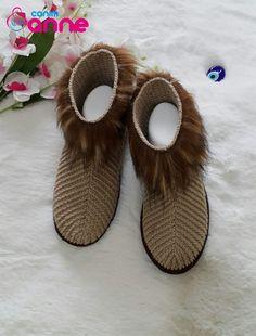 Crochet Shoes Pattern, Shoe Pattern, Crochet Slippers, Dress Design Sketches, Slipper Socks, Moda Emo, Moccasins, Baby Shoes, Accessories