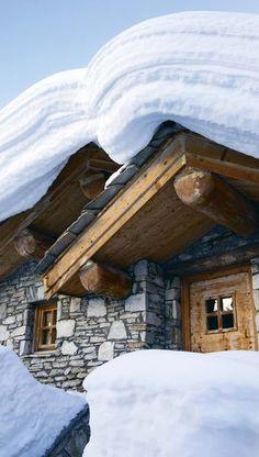 chalet under snow Chalet Chic, Chalet Style, Val D'isère, Swiss Chalet, Swiss Ski, Winter Schnee, Stations De Ski, Alpine Style, Snow Skiing