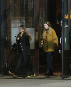 Elizabeth Chase Olsen, Elizabeth Olsen Scarlet Witch, Mary Kate Ashley, Mary Kate Olsen, Marvel Women, Marvel Actors, Elizebeth Olsen, Olsen Twins Style, Olsen Sister