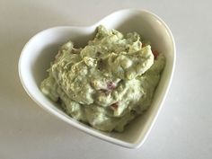 A delicious low FODMAP avocado dip to eat with nacho chips, on a rice cake or even as a spread on a burger! Also lactose- and gluten-free! Fodmap Diet, Low Fodmap, Fodmap Foods, Keto Foods, Avocado Dip, Ripe Avocado, Fodmap Recipes, Keto Recipes, Healthy Recipes