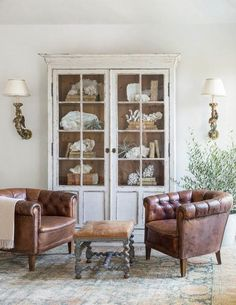 Giannetti_Atherton_UpstairsLanding- living room decor, leather club chairs, weathered glass front cabinet, neutral decor with lots of visual texture French Living Rooms, French Country Living Room, Home And Living, Modern Living, French Country Furniture, French Decor, French Country Decorating, Rooms Ideas, Vibeke Design