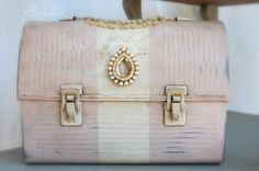 DIY:: Lunch Box to Makeup Case ! Beautiful !