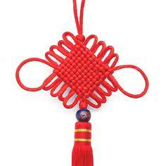 Chinesischer Glücksknoten - ein in aufwendiger Handarbeit hergestellter Glücksbringer der überall aufgehängt seine positive Wirkung entfaltet - als Feng Shui Element oder einfach als Deko Element.