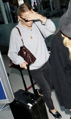 Olsens Anonymous Blog Ashley Olsen Airport Look Laid Back Casual Lax Button Neck Sweater Denim The Row Bags