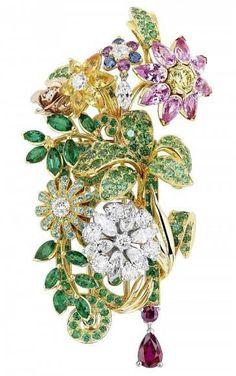 Coleção Dior é inspirada nos jardins do Palácio de Versalhes https://donaelegancia.wordpress.com/2017/07/17/colecao-dior-e-inspirada-nos-jardins-do-palacio-de-versalhes/