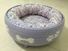 38 Easy DIY Recycle Old Tire Furniture Projects for Home Decor Tire Furniture, Furniture Projects, Tire Craft, Diy Hanging Shelves, Diy Dog Bed, Old Tires, Diy Recycle, Mason Jar Crafts, Pet Beds