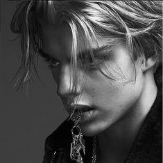 First Look: Versace Men Fall/Winter 2014 Campaign Ad Photos Featuring Filip Hrivnak & Daan van der Deen image versace fall winter 2014 campaign 003 800x796