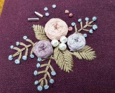 대구 앤의 프랑스자수 정규클래스 자수기초 배우기 화려한듯 수수하고 수수... Hand Embroidery Flowers, Hand Embroidery Tutorial, Embroidery Fabric, Embroidery Hoop Art, Floral Embroidery, Cross Stitch Embroidery, Embroidery Patterns, Embroidered Roses, Brazilian Embroidery