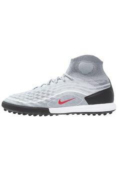 5e86830c32cf4 ¡Consigue este tipo de zapatillas de Nike Performance ahora! Haz clic para  ver los