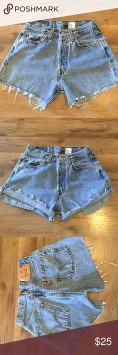 """Vintage high rise Levi shorts Size waist 29 they run small, laying the waist measures 13"""" 🔹rise 10"""" 🔹hips 16.5"""" Vintage Shorts Jean Shorts"""