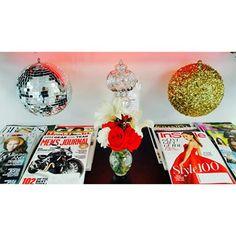 #salon #salonbeau #thesalonbeau #flowers #flowersoftheweek #red #white #discobal #gold #silver #magazines