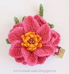 Flower Brooch-charts-Lots of crochet flowers at this Russian blogMark-Mari: П - Портулак