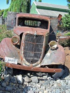 old truck ford by david w. pearcy, Beautiful Lawns of Wa. places where has on the things people abandoned. Old Pickup, Pickup Trucks, Cool Trucks, Cool Cars, Classic Trucks, Classic Cars, Ford 2000, Abandoned Cars, Abandoned Vehicles