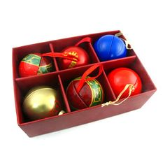 We saw a lot of balls for decorate on the Christmas tree, most of them were made by plastic or glass, but our ball are make by tin box. It is light and recyling material.  It is a little special, right? We can print your logo or anything design print on the tins. Hang it on the Christmas tree as a decoration stuff, looks very beautiful. It is 2pcs mold structure, rolled insid on the bottom and the lid.