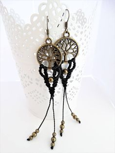 .:Characteristics:. Tree of Life Earrings made with black macrame wax cord. Earrings lenght with hook: 11,5 cm width: 1.9 cm ~~☮ 4FreeSpiritArt ☮~~ Each product is packed in a linen bag. Perfect for a gift. Follow us on Facebook Instagram Pinterest