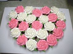 Rose heart cupcakes pull apart cake - with Wilton tip, held upright amp; swirled, starting in the center valentinstag Cupcakes Design, Cake Designs, Pull Apart Cake, Pull Apart Cupcake Cake, Cupcake Torte, Cupcake Cookies, Rose Cupcake, Cupcake Toppers, Heart Cupcakes