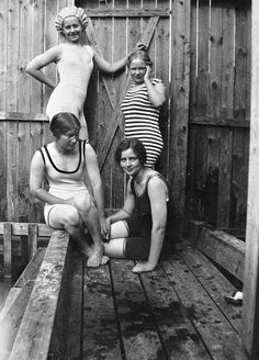 Billnäs ironworks - Ladies swimming 1920