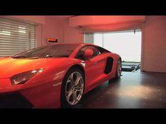 https://youtu.be/ldzr_IrT_t4  En este vídeo vemos con los multimillonarios llegan con su deportivo hasta el mismo salón de su casa.  Fuente:Jose Rodriguez(...)
