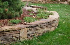 Handstack wall stone | stone on pallets | Thin ledge stone