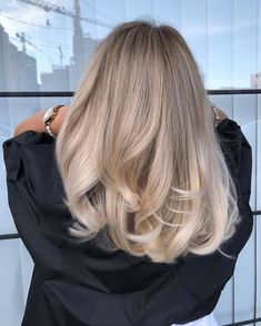 Golden Blonde Balayage for Straight Hair - Honey Blonde Hair Inspiration - The Trending Hairstyle Hair Color And Cut, Cool Hair Color, Perfect Hair Color, At Home Hair Color, Hair Color Balayage, Ombre Hair, Natural Blonde Balayage, Blonde Balayage Highlights, Haircolor