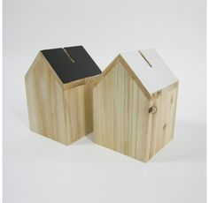 Trendhopper Spaarpot House. Very smart looking money boxes. I like the way the run of the woodgrain has been used on the roofs. Could be a bit more color for my taste ;)