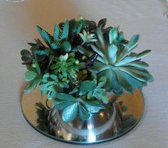Composizione centrotavola per matrimonio. Succulente e peperoncini neri. Luglio 2015