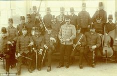 Gallant: Wallace Hartley, pictured front row, fourth from left with violin in the Bridlington Municipal Orchestra, was one of the brave band members who played on as the Titanic sank Rms Titanic, Titanic History, Titanic Ship, Belfast, Old Photos, Vintage Photos, Liverpool, Titanic Artifacts, Foto Real