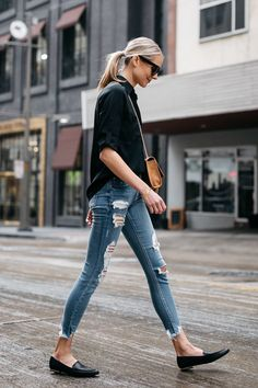 Jeans, casual jeans, loafers outfit summer, black loafers outfit, booties o Loafers Outfit Summer, Black Loafers Outfit, Loafers For Women Outfit, How To Wear Loafers, Loafers Women, Booties Outfit, Outfit Jeans, Style Désinvolte Chic, Style Casual