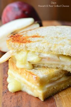 A new twist on grilled cheese-----sooooo yummy! Easy sandwich made with creamy Havarti cheese, sweet pear seared with honey and some Dijon mustard. Sandwiches For Lunch, Soup And Sandwich, Steak Sandwiches, Grilled Cheese Sandwiches, Think Food, Love Food, Grilled Cheese Recipes, Mini Grilled Cheeses, Cheese Appetizers