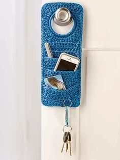 """ Doorknob Organizer - this crochet pattern is not free BUT it should not be too difficult to make one like it! what a neat idea! Shawl Crochet, Love Crochet, Crochet Gifts, Diy Crochet, Crochet Stitches, Crochet Patterns, Knitting Patterns, Crochet Stocking, Crochet Flowers"