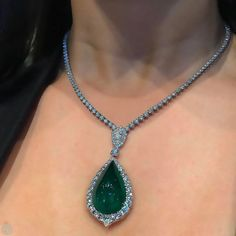@champagnegem A #QueenMoment wearing @baycojewels royal cabochon emerald during #BaselWorld2017