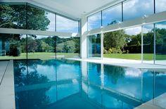 Maximaler Lichteinfall im Schwimmbad