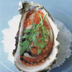 Découvrez la recette de l'huître en gelée aux oeufs de truite