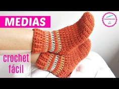 Easy To Crochet Beautiful Slipper Socks Free Pattern [video] Crochet Socks Tutorial, Easy Crochet Socks, Fingerless Gloves Crochet Pattern, Crochet Slipper Pattern, Crochet Diy, Crochet Shoes, Crochet Slippers, Crochet Beanie, Love Crochet