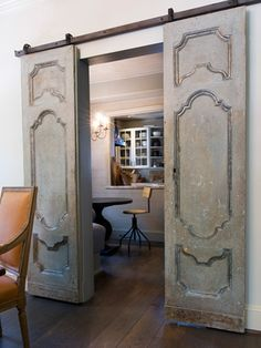 vintage doors mounted on barn door hardware. Just because it's on barn door hardware doesn't mean it has to be barn doors. What a beautiful look. Vintage Doors, Antique Doors, Old Doors, Entry Doors, Patio Doors, Front Entry, Pine Doors, Entry Hallway, Front Porch