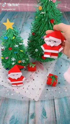 Christmas Paper Crafts, Halloween Crafts, Holiday Crafts, Diy Christmas Gifts, Ideas For Christmas, Christmas Christmas, Simple Christmas, Christmas Tree Decorations To Make, Popsicle Stick Christmas Crafts