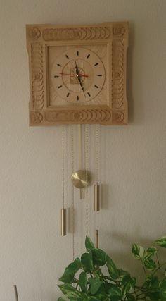 Die zweite Uhr in Relief