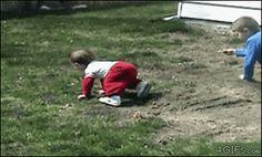 Divertidos gifs de niños cayéndose