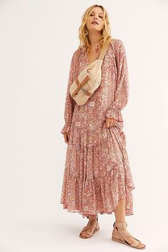 Flowy floral maxi dress featuring a tiered skirt with a V-neckline and voluminous sleeves. Wrap Dress Short, Dresses Short, Summer Dresses, Casual Dresses, Flowy Dresses, Party Dresses, Clubbing Outfits, Sexy Outfits, Floral Maxi Dress