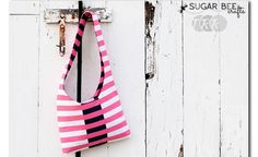 Tutorial: Reversible sling bag Love the inset of black with pink stripes.