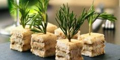Mini-clubs sandwichs au thon - Serena D. Tea Recipes, Gourmet Recipes, Appetizer Recipes, Appetizers, Party Sandwiches, Finger Sandwiches, Toast Sandwich, Sandwich Cake, Bruchetta Recipe