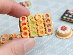 Four Flavours of Fruity Jam-Filled Butter Cookies on Metal Baking Tray - Scale Miniature Food - Food: Veggie tables Diy Doll Miniatures, Polymer Clay Miniatures, Polymer Clay Charms, Miniature Crafts, Miniature Food, Barbie Food, How To Make Clay, Tiny Food, Mini Things