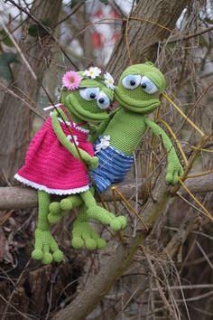 Wahre Liebe gibt es auch unter Fröschen. Die beiden haben sich gesucht und gefunden, und genießen die ersten Sonnenstrahlen im schönen Moseltal.