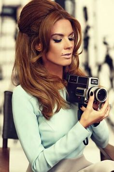 Vintage Hairstyles Retro hairstyles for long hair More - Check Out Hairstyles For Women To Look Iconic. The were a decade of enormous change. What was your favourite style of the 1960s Hair, Sixties Hair, 1960s Style Hair, 1960s Style Makeup, 70s Style, Makeup Style, Beauty Style, Retro Hairstyles, Vintage Hairstyles For Long Hair