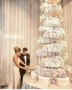 big wedding cakes Did you catch this epic wedding in on our InstaStory Spoiler alert : brunomars seal marshmellomusic included Huge Wedding Cakes, Castle Wedding Cake, Extravagant Wedding Cakes, Luxury Wedding Cake, Diy Wedding Cake, Floral Wedding Cakes, Elegant Wedding Cakes, Elegant Cakes, Beautiful Wedding Cakes