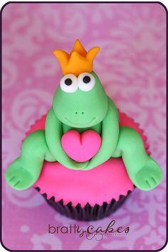 Frog Cupcake by Natty-Cakes (Natalie), via Flickr