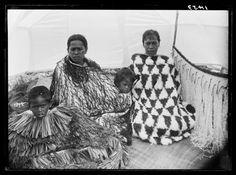 Topic: Kahu huruhuru style of cloak | Collections Online - Museum of New Zealand Te Papa Tongarewa