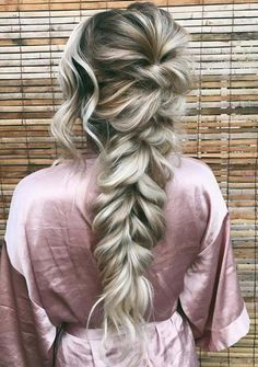 See here the romantic, effortless and modern styles of bridal ponytail hairstyles to flaunt on your big day. Check out our classic styles of bridal hairstyles with beautiful ponytail hairstyles to make your whole appearance more cute and and hot. Bridal Ponytail, Bridal Braids, Bridal Hairstyles With Braids, Hairdos, Bridesmaid Hair Ponytail, Big Ponytail, Prom Ponytail Hairstyles, Bandana Hairstyles, Homecoming Hairstyles