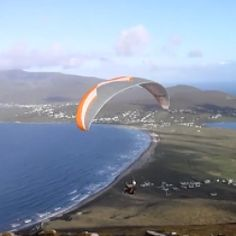 LRL Videomaker is producing some stunning videos about paragliding and kitesurfing. In this video they take you to Achill Island, a beach that stays on the west of lovely Ireland. An amazing place for pratice paragliding and kitesurfing.