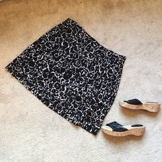 Ann Taylor Black & White Cotton Skirt Super soft and light, this black and white Ann Taylor skirt is in excellent condition and perfect for spring!   Pair with a simple top and cute shoes and you're ready to go   ✨ 100% Cotton ✨   NO TRADES!   ❗️But feel free to make an offer! ❗️ Ann Taylor Skirts Midi